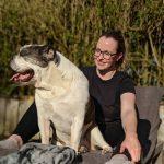 Anita en hond Amy hondenoppas