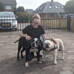 Anita van Doggy Time Ede met twee bulldogs